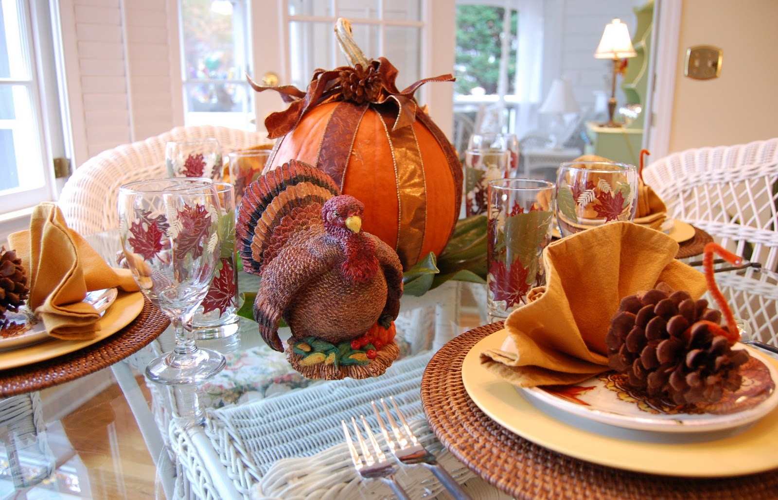 Make this Thanksgiving day easy and delicious with our Thanksgiving recipes, including tasty appetizers and yummy desserts. We'll also show you how to cook a turkey in our simple step-by-step guide. Plus, create a memorable holiday with our ideas for menus, table settings, centerpieces, and decorations. Whether you're hosting Thanksgiving dinner or are a guest at a potluck, we can help you.