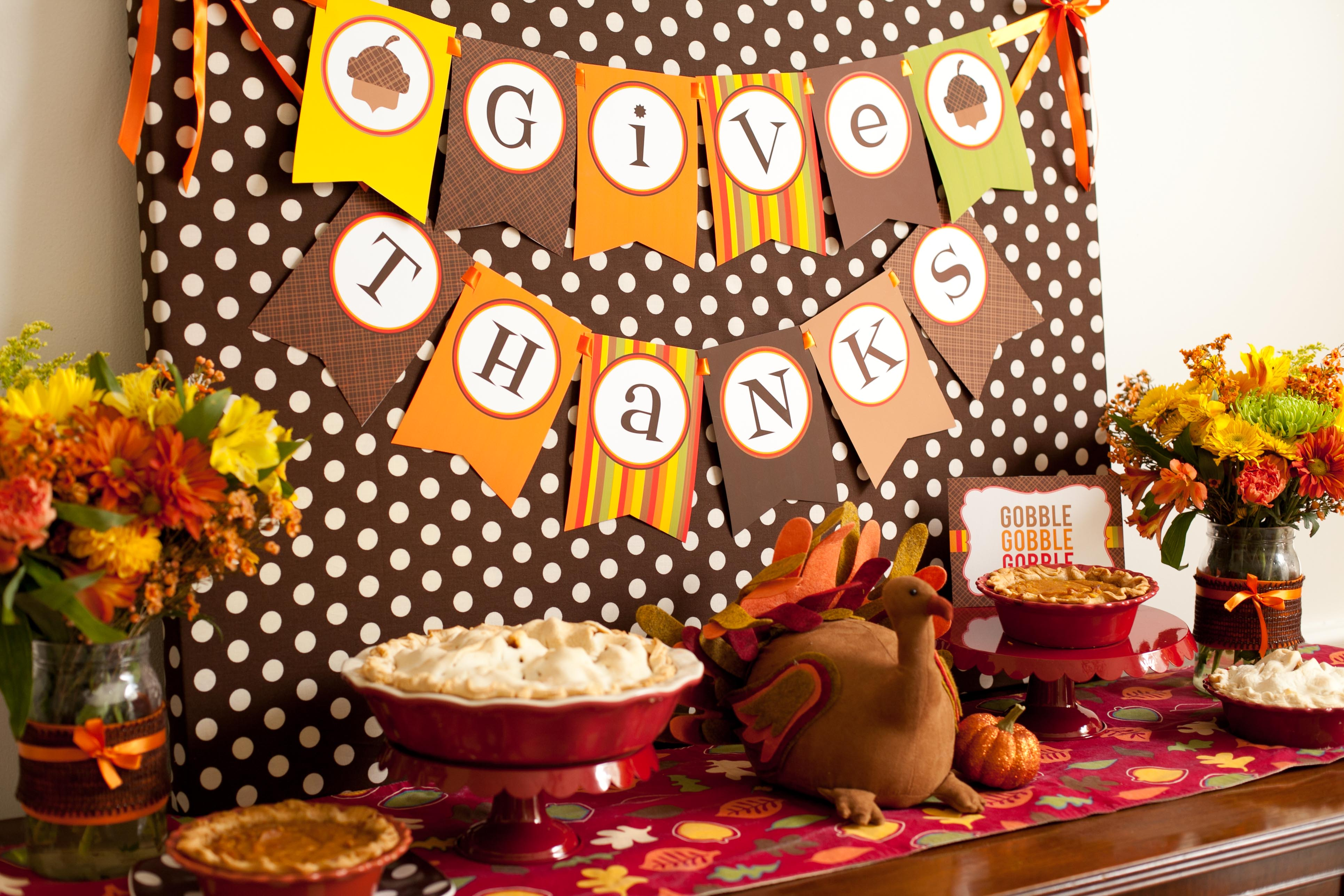 6 cutest thanksgiving table decoration ideas quotes square rh quotessquare com thanksgiving day table decorations thanksgiving day table decorations
